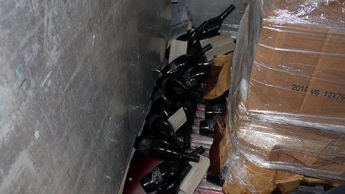 361159-2010-mollydooker-velvet-glove-mclaren-vale-shiraz-[1]