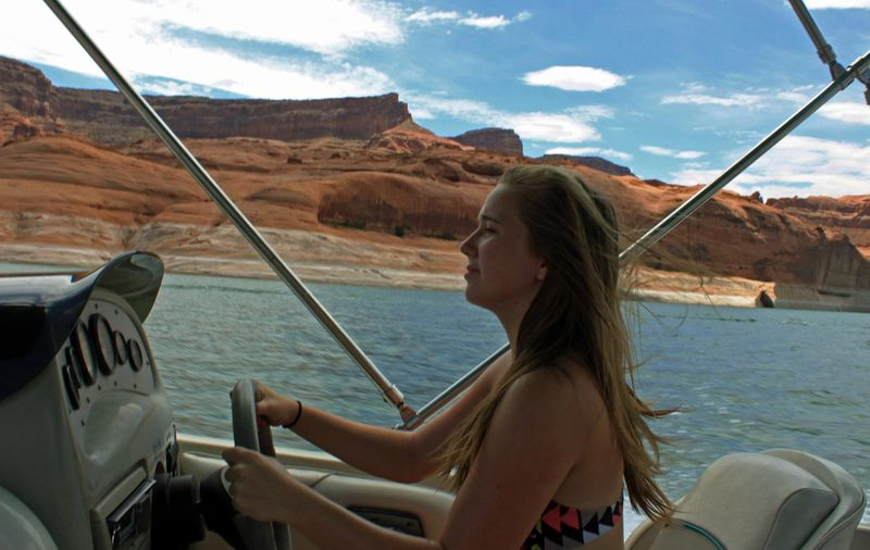 Piloting boat